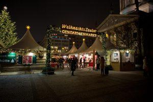 Weihnachtsmarkt, rauschende Silvesterparty oder gar ein One-Night-Stand – so verbringen Berliner Singles die Weihnachtszeit